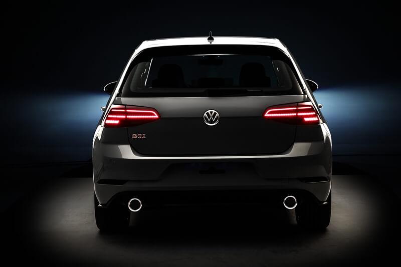 Volkswagen-Golf-GTI-12.jpg