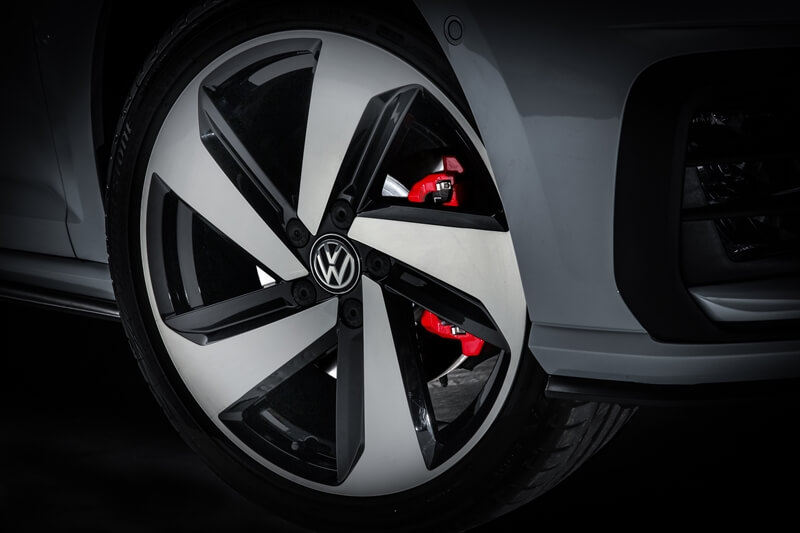 Volkswagen-Golf-GTI-23.jpg