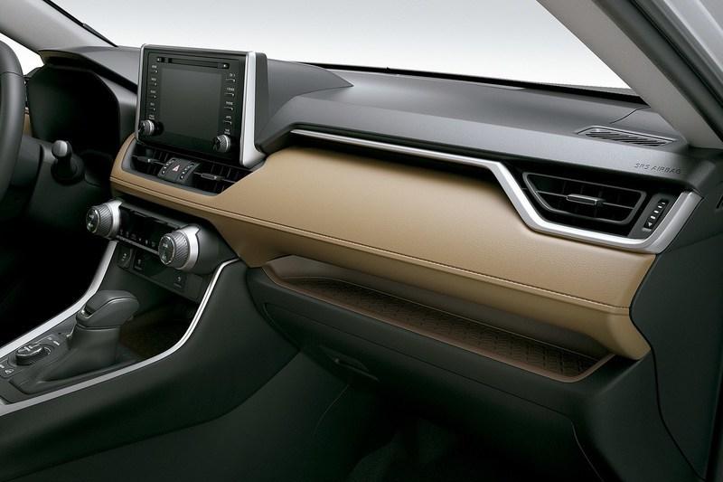 Toyota_RAV4_hybrid_21_baixa