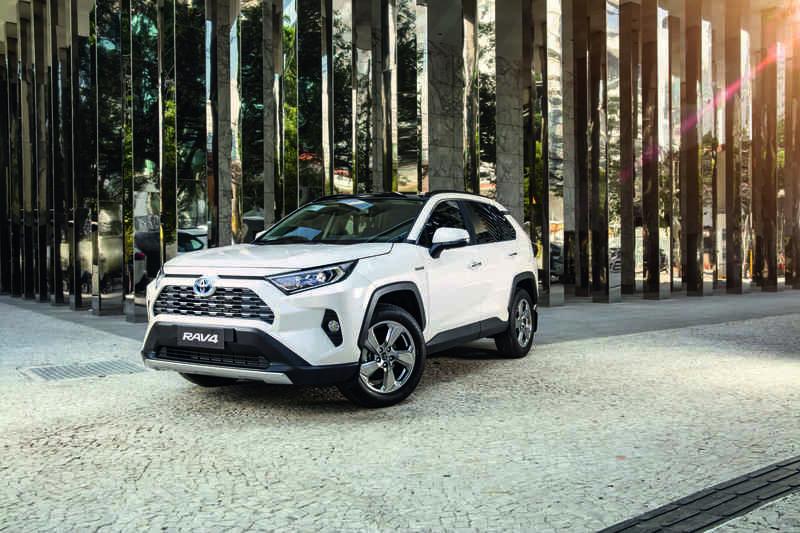 Toyota_RAV4_hybrid_3_baixa